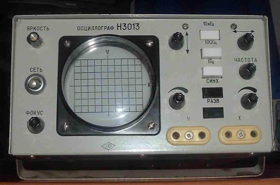 Приставка к компьютеру-осциллограф.  Позволяет наблюдать сигналы на экране компьютера.  Два канала, частота до 50Мгц.